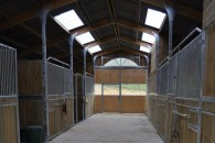 Installations equestres barn interieur