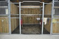 Stalle de pansage disponible pour la préparation de vos chevaux