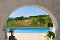 maison pierre terrasse piscine chambre hote vue