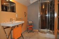 chambre hote triple Aquila salle de bain eau douche orange
